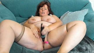 HoneyBBW69 naked stripping on cam for live sex video chat